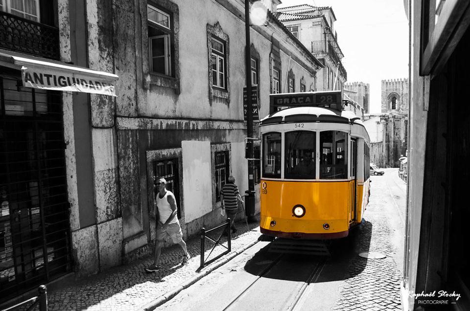 Lisbonne en noir et jaune